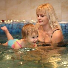 Гостиница Гранд-отель Пилипец Украина, Поляна - отзывы, цены и фото номеров - забронировать гостиницу Гранд-отель Пилипец онлайн бассейн