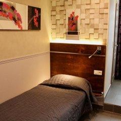 Hotel Des Pyrenees Париж комната для гостей фото 9