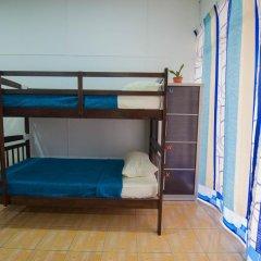 Alice Semporna Backpackers Hostel Кровать в мужском общем номере с двухъярусной кроватью фото 5