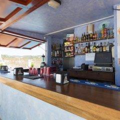 Отель Hostal Ferrer Испания, Сан-Антони-де-Портмань - отзывы, цены и фото номеров - забронировать отель Hostal Ferrer онлайн гостиничный бар
