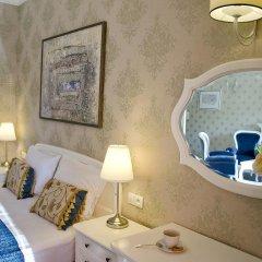 Отель SleepWalker Boutique Suites 3* Номер Делюкс с двуспальной кроватью фото 6