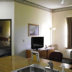 Отель Americas Best Value Inn Three Rivers 2* Люкс с различными типами кроватей фото 5