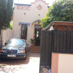Отель House in Parc Guell Барселона парковка