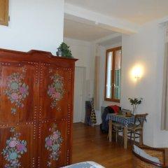Отель Romantic Lovenest in historical Old NICE комната для гостей