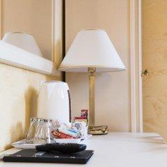 Отель Domus Trevi 3* Стандартный номер с различными типами кроватей фото 16