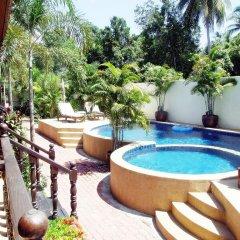Отель Airport Resort бассейн