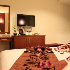 Отель Patong Hemingways 3* Улучшенный номер двуспальная кровать фото 2