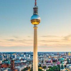 Отель Ramada Hotel Berlin-Alexanderplatz Германия, Берлин - 1 отзыв об отеле, цены и фото номеров - забронировать отель Ramada Hotel Berlin-Alexanderplatz онлайн балкон