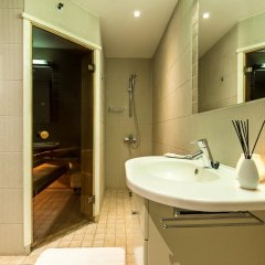 Отель Rataskaevu Residence by OldHouse Apartments Эстония, Таллин - отзывы, цены и фото номеров - забронировать отель Rataskaevu Residence by OldHouse Apartments онлайн ванная фото 2