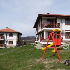 Отель Guest House Ivanini Houses Боженци детские мероприятия