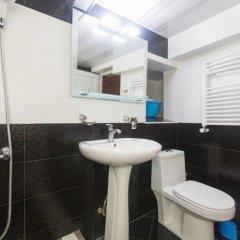 Отель Big Whale Guesthouse Грузия, Тбилиси - отзывы, цены и фото номеров - забронировать отель Big Whale Guesthouse онлайн ванная
