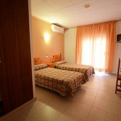 Отель Hostal Los Manos Испания, Бланес - отзывы, цены и фото номеров - забронировать отель Hostal Los Manos онлайн комната для гостей фото 4