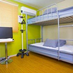 KW Hongdae Hostel Стандартный семейный номер с двуспальной кроватью фото 3