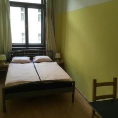 Hostel EMMA Стандартный номер с двуспальной кроватью (общая ванная комната)