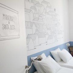 Отель Lisbon Check-In Guesthouse 3* Стандартный номер с двуспальной кроватью (общая ванная комната) фото 9
