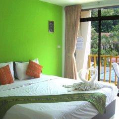 Отель Patong Bay Guesthouse 2* Улучшенный номер с различными типами кроватей фото 4