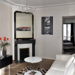 Апартаменты Modern Apartment Montmartre Sacré-Coeur - Smartrenting комната для гостей фото 2