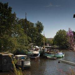 Отель Noah's houseboat Amsterdam Нидерланды, Амстердам - отзывы, цены и фото номеров - забронировать отель Noah's houseboat Amsterdam онлайн приотельная территория фото 2