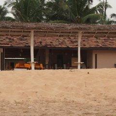 Отель Thiranagama Beach Hotel Шри-Ланка, Хиккадува - отзывы, цены и фото номеров - забронировать отель Thiranagama Beach Hotel онлайн парковка