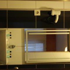 Twins Rooms Hostel Кровать в общем номере с двухъярусной кроватью фото 9