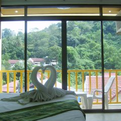 Отель Patong Bay Guesthouse 2* Улучшенный номер с различными типами кроватей фото 3