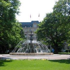 Отель Crowne Plaza Geneva Швейцария, Женева - отзывы, цены и фото номеров - забронировать отель Crowne Plaza Geneva онлайн приотельная территория