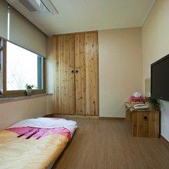 Отель Myeongdong ECO House 2* Стандартный номер с 2 отдельными кроватями фото 19