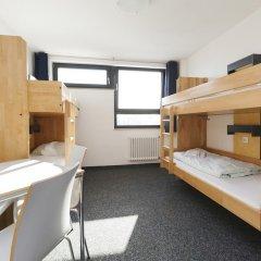 Jugendherberge Koeln-Riehl - City Hostel Кровать в мужском общем номере