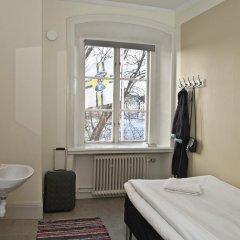Отель STF af Chapman & Skeppsholmen Швеция, Стокгольм - 1 отзыв об отеле, цены и фото номеров - забронировать отель STF af Chapman & Skeppsholmen онлайн ванная фото 2