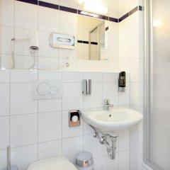 Отель a&o Amsterdam Zuidoost 2* Стандартный номер с 2 отдельными кроватями