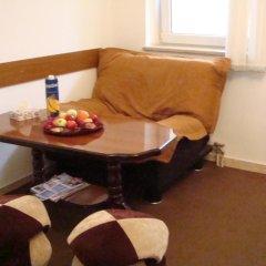 My Corner Hostel Стандартный номер двуспальная кровать (общая ванная комната) фото 4