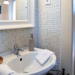 Отель Friendly Home In The Center ванная