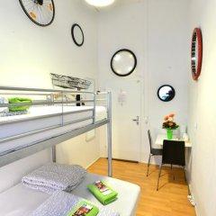 Kiez Hostel Berlin Стандартный номер с двуспальной кроватью (общая ванная комната) фото 11