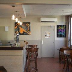 Отель Hôtel Le Canter Сомюр гостиничный бар