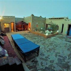 Отель Chez Les Habitants Марокко, Мерзуга - отзывы, цены и фото номеров - забронировать отель Chez Les Habitants онлайн бассейн