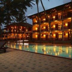 Отель Whispering Palms Hotel Шри-Ланка, Бентота - отзывы, цены и фото номеров - забронировать отель Whispering Palms Hotel онлайн бассейн фото 3