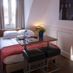 Lange Jan Hotel 2* Номер с общей ванной комнатой с различными типами кроватей (общая ванная комната) фото 7