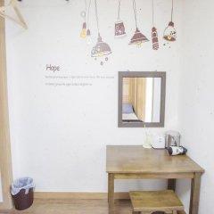 Отель Hi Jun Guesthouse Hongdae 2* Стандартный номер с различными типами кроватей фото 13