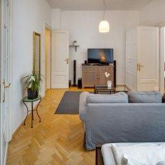 Апартаменты Old Town Square Premium Apartments Прага комната для гостей фото 2