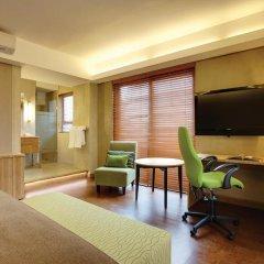 Отель Hollow on the Sqare 4* Стандартный номер с двуспальной кроватью фото 7