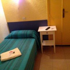 Отель Hostal Delfos удобства в номере