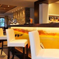 Отель Landsitz Stroblhof Тироло гостиничный бар
