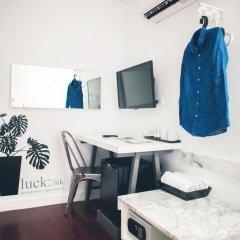 Отель Blu Monkey Bed & Breakfast Phuket Улучшенный номер с различными типами кроватей фото 5