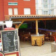 Отель Hostal Pineda гостиничный бар