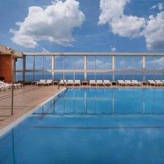 Отель Crowne Plaza Tel Aviv Beach бассейн
