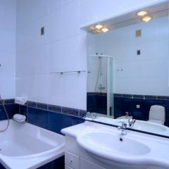 Гостиница KievInn Украина, Киев - отзывы, цены и фото номеров - забронировать гостиницу KievInn онлайн ванная
