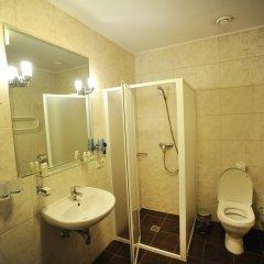 Отель Regina Hotel Литва, Каунас - отзывы, цены и фото номеров - забронировать отель Regina Hotel онлайн ванная