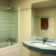 Отель Grifid Arabella Hotel - Все включено Болгария, Золотые пески - отзывы, цены и фото номеров - забронировать отель Grifid Arabella Hotel - Все включено онлайн ванная