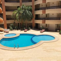 Апартаменты Regency Towers Apartments бассейн