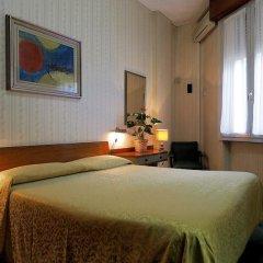 London Hotel 2* Стандартный номер с двуспальной кроватью (общая ванная комната) фото 4
